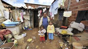 Pobreza, família e direitos humanos: um diálogo entre mulheres-mães no Brasil e em Portugal – Marlene SchüsslerD'Aroz (UNICENTRO-PR), Tania Stoltz (UFPR-PR) e Paula Cristina Marques Martins (UMINHO-PT)