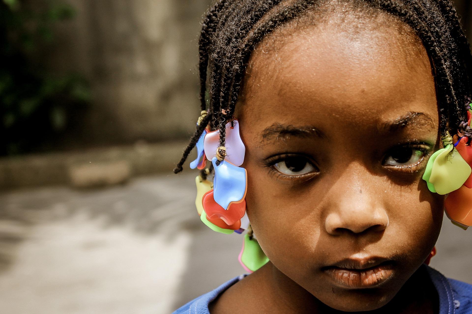 O trabalho com a questão étnico-racial na educação infantil – da formação de professores e seus impasses à sala de aula – Eliana Scaravelli Arnoldi (UFABC)